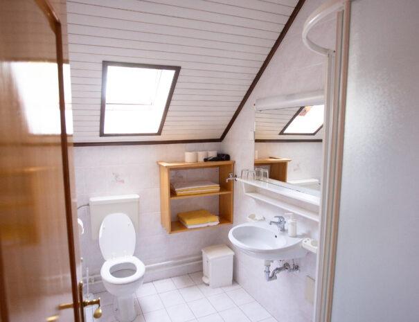 05 Bathroom in room nr.1