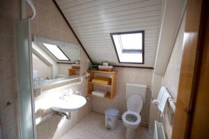 09 Bathroom in apartment